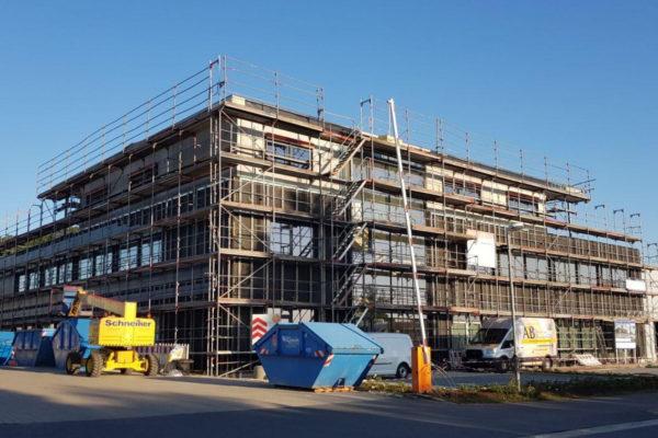 Der neue Stüve-Firmensitz am Ende des Künsebecker Wegs soll zum Jahreswechsel bezogen werden. Foto: Uwe Pollmeier